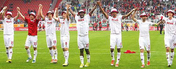 Jubelnde Mannschaft 1.FC Köln