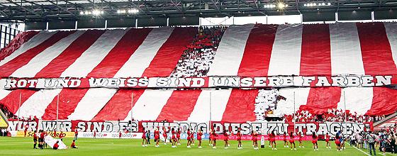 1.FC Köln Südkurve Choreographie: Rot und Weiss sind unsere Farben nur wir sind es würdig diese zu tragen!
