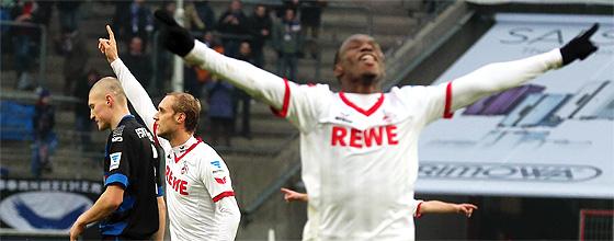 Anthony Ujah und Marcel Risse vom 1.FC Köln bejubeln das 2:0 gegen den FSV Frankfurt