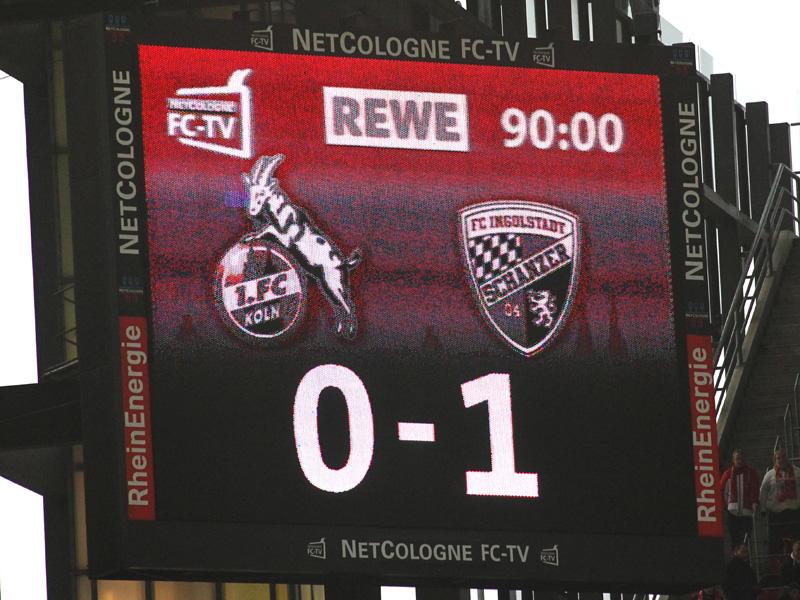 Anzeigetafel im RheinEnergieStadion zeigt 0:1 gegen den FC Ingolstadt bei Heimniederlage 2013
