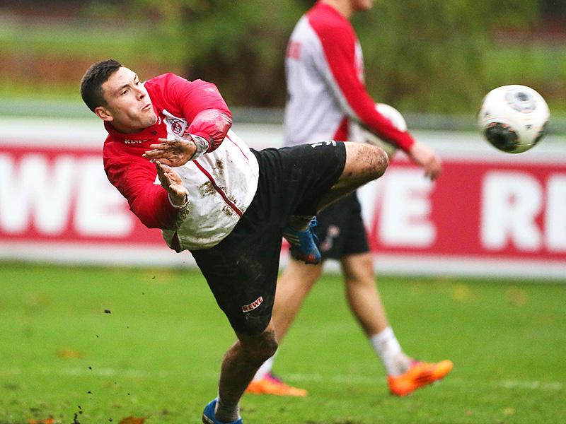 Jonas Hector vom 1.FC Köln versucht sich als Torwart