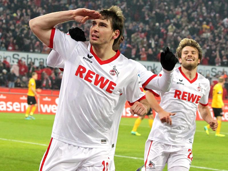 Torschütze Patrick Helmes vom 1.FC Köln grüßt mit der Hand an der Stirn