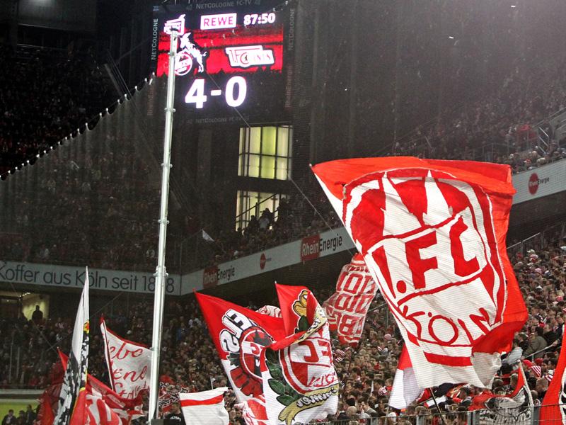 Südkurve des 1.FC Köln, Stadiontafel zeigt Spielstand 4.0 im Spiel gegen Union Berlin 2013