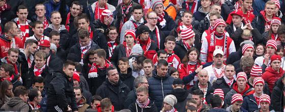 Enttäuschte Fans des 1.FC Köln nach Heimniederlage gegen den SC Paderborn 07 (0:1) am 09.02.2014