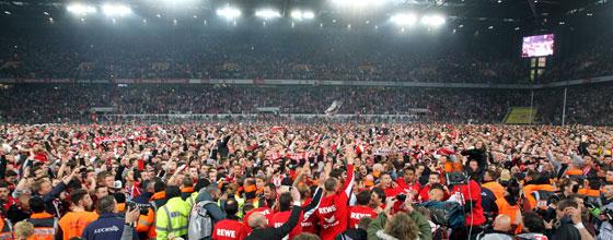 Platzsturm beim Aufstieg des 1. FC Köln in die 1. Bundesliga am 21.04.2014