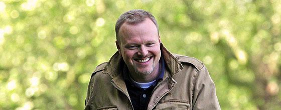 Stefan Raab, im Hintergrund ein Baum (2009)