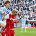 Yuya Osako von 1860 München im Zweikampf mit Marcel Risse vom 1. FC Köln