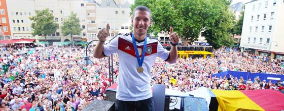 Lukas Podolski beim Weltmeisterempfang im Kölner Rathaus