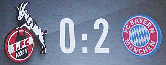 Anzeigetafel im RheinEnergieStadion zeigt 0:2 gegen den FC Bayern München bei Heimniederlage 2014