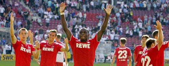Mannschaft des 1.FC Köln bejubelt den Auswärtssieg beim VfB Stuttgart (2014)