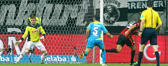 Alex Meier trifft zum 2:1 beim Heimsieg der Eintracht aus Frankfurt gegen den 1. FC Köln (2014)