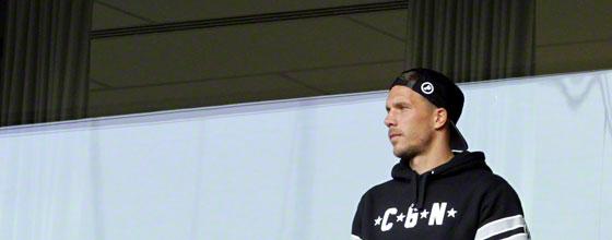 Lukas Podolski vor seiner Loge beim Spiel 1. FC Köln gegen Borussia Mönchengladbach (2014)