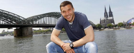 Lukas Podolski, im Hintergund Hohenzollernbrücke und Dom