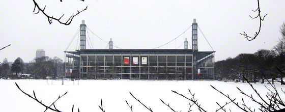RheinEnergieStadion in Schneelandschaft
