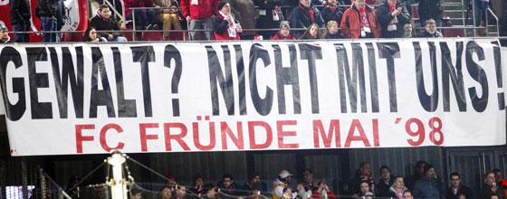 Stadiontransparent - Gewalt? Nicht mit uns! FC Fründe Mai 98