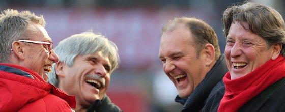 Schmadtke, Stöger, Schumacher und Schäferhoff vom 1. FC Köln lachen
