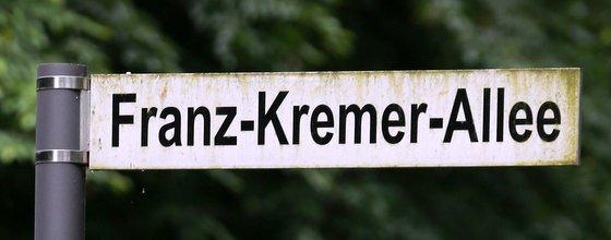 Straßenschild Franz Kremer Allee