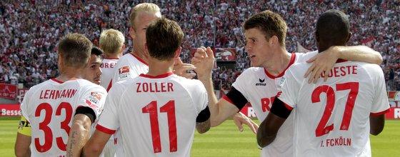 Jubel nach dem Tor von Simon Zoller für den 1. FC Köln
