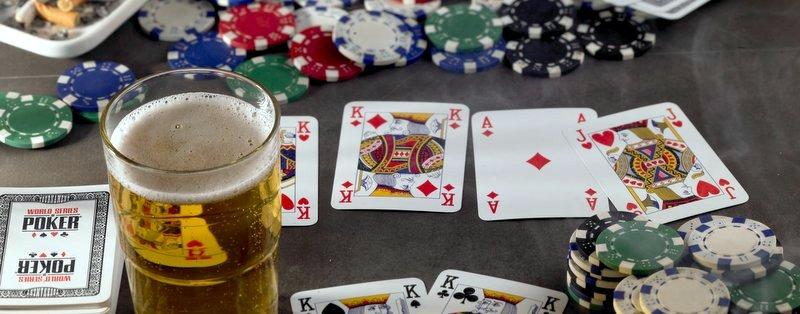 Poker, Bier und Kippen