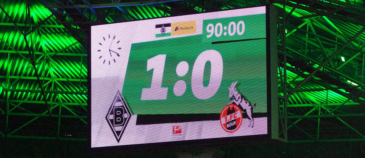 Anzeigetafel Derbyniederlage des 1. FC Köln bei Borussia Mönchengladbach (1:0)