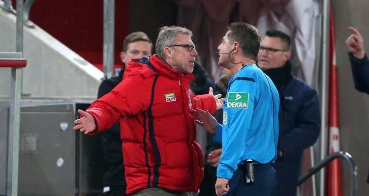 Peter Stöger und Schiedrichter
