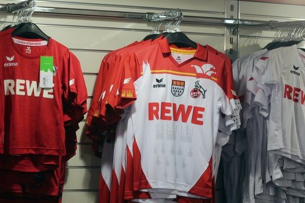 Trikots des 1. FC Köln im Fanshop