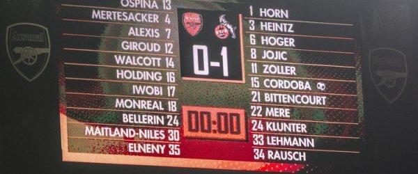 Anzeigetafel beim Spiel des 1. FC Köln gegen Arsenal in London